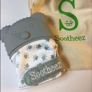 Sootheez Bear Teething Mitten for Baby (Gray)